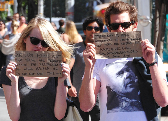 One way to deal with the paparazzi, courtesy of Emma Stone and Andrew Garfield.